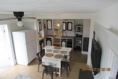 Queens Park Suites at Wells Gray Manor room photos
