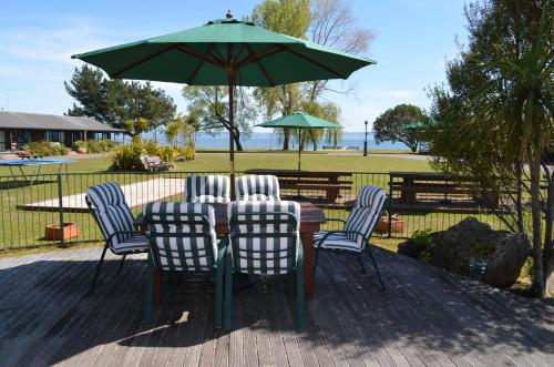 Cedarwood Lakeside Motel&Conference Venue - Accommodation - Rotorua