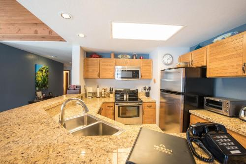 2 Br Unit With Gorgeous Remodeled Kitchen Condo