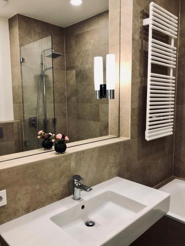 Bonusfeature Apartments - Photo 4 of 43