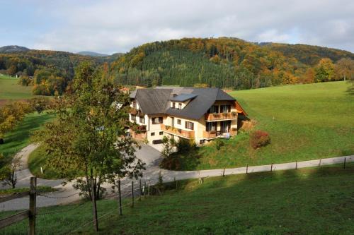 . Gasthaus - Gästehaus Schusterbauer