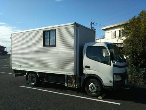 sasayakanaouchi camping truck image
