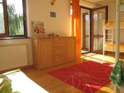 Cameră de familie (2 adulţi + 2 copii) cu baie comună. (Family Room (2 Adults + 2 Children) with Shared Bathroom)