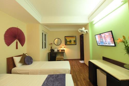 HOLIDAY LAKEVIEW HOTEL, Hoàn Kiếm