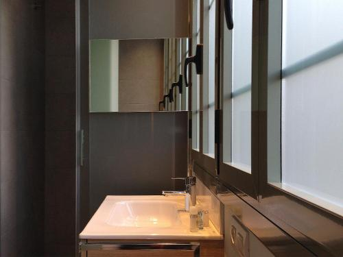 Barcelona Apartment Viladomat photo 21