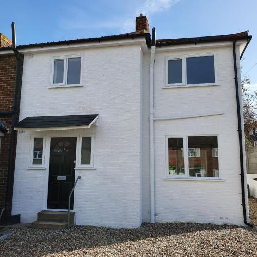 Modern Rochester 3 Bed House With Private Parking, , Kent