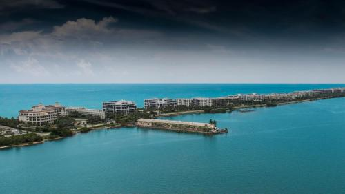 . Palm Beach Waterfront Condos - Full Kitchens!