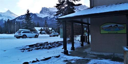 Mountain View Inn - Photo 4 of 49