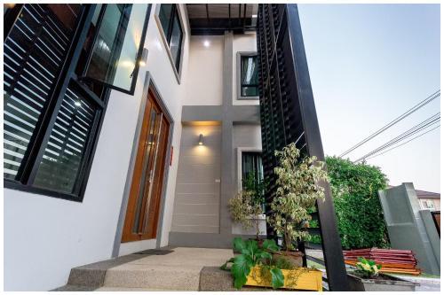 Richly's Poolvilla &jacuzzi @ Phitsanulok Richly's Poolvilla &jacuzzi @ Phitsanulok
