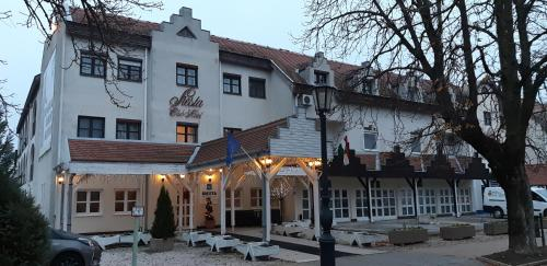 . Siesta Club Hotel