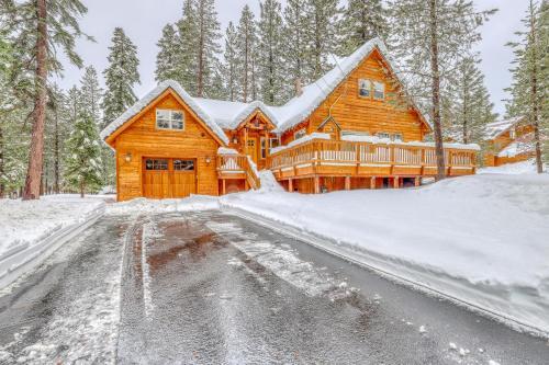 Snowpeak Chalet in Tahoe Donner - Truckee