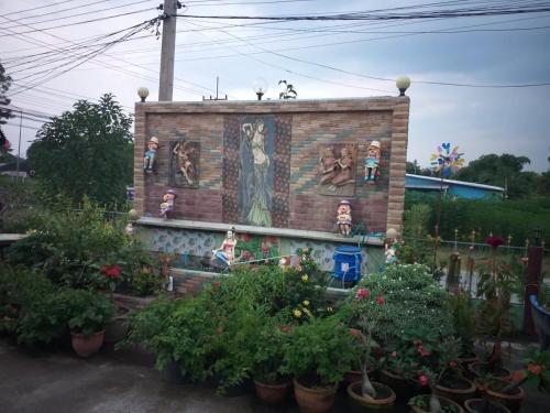 บ้านยายฉุย, Klong Lan