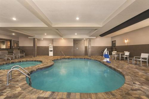 Country Inn & Suites by Radisson Savannah Midtown GA