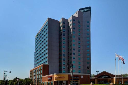 . Radisson Hotel & Suites Fallsview