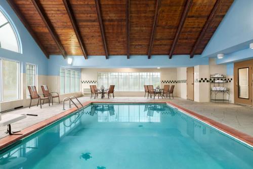 Country Inn & Suites by Radisson Savannah I-95 North - Port Wentworth, GA GA 31407
