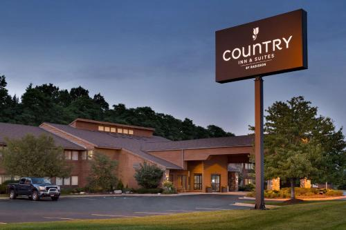 . Country Inn & Suites by Radisson, Mishawaka, IN