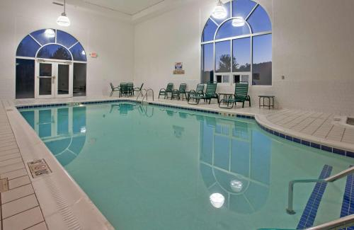. Country Inn & Suites by Radisson, Somerset, KY