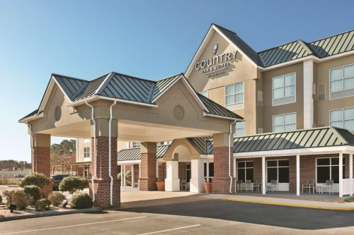 . Country Inn & Suites by Radisson, Petersburg, VA