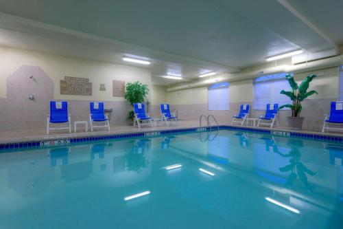 . Country Inn & Suites by Radisson, Emporia, VA