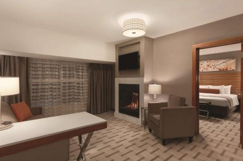 Radisson Hotel & Conference Center Calgary Airport East - Photo 3 of 100
