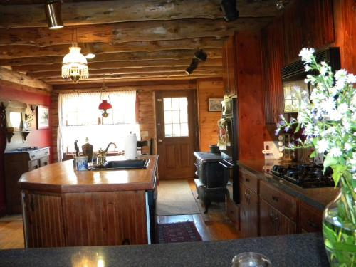 Rose and Goat Retreat - Berkshires USA - North Adams, MA 01247