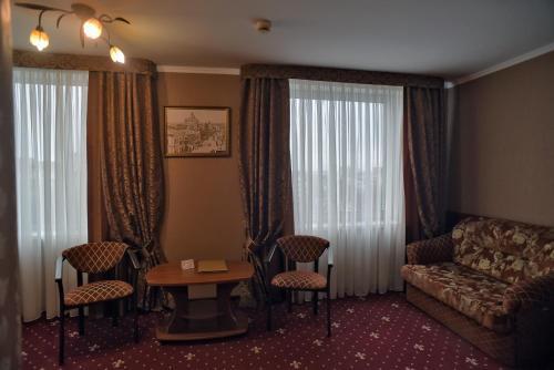 Hotel Mir, Rivnens'ka