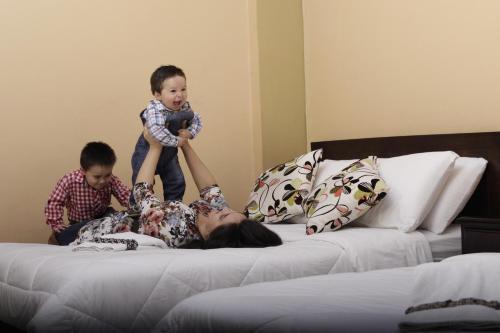 Hotel 4 Mundos