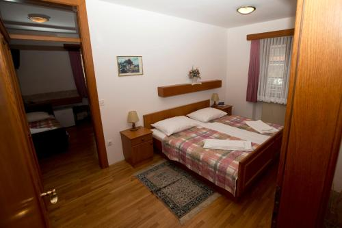 Quintuple Room