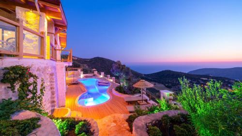 Kalkan Villa Sleeps 6 with Pool and Air Con