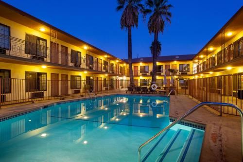 Studio City Courtyard Hotel