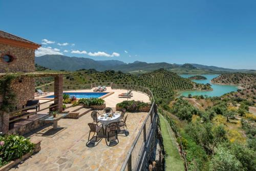 Zahara de la Sierra Villa Sleeps 6 with Pool and Air Con