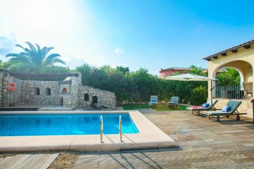 Jalon Villa Sleeps 4 with Pool and Air Con