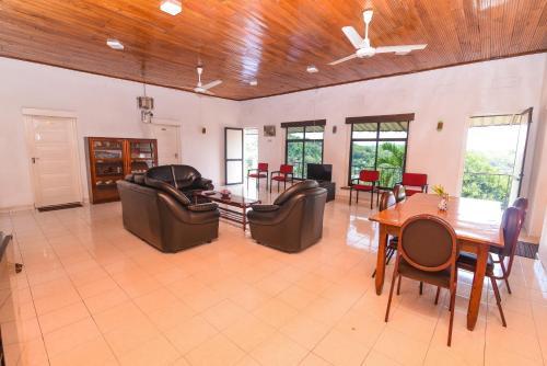 Фото отеля OYO 335 King Leisure Residence