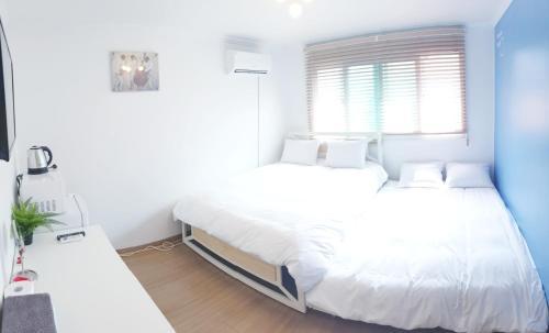 Hong Dae Yeontral Youngs 2Q House, Seodaemun