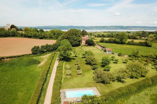Oldbury-on-Severn Villa Sleeps 10 Pool WiFi - Accommodation - Oldbury upon Severn