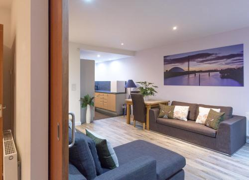 Riverside West End Apartment - Glasgow