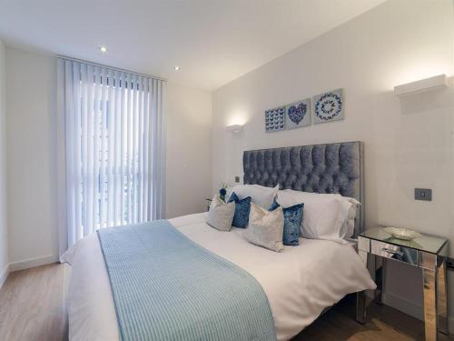 Exclusive Tower Bridge Apartment - image 4
