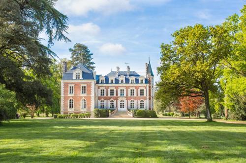 . Cande Chateau Sleeps 13 Pool WiFi