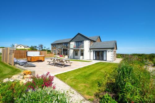 Little Petherick Villa Sleeps 12 With Wifi, St Merryn, Cornwall
