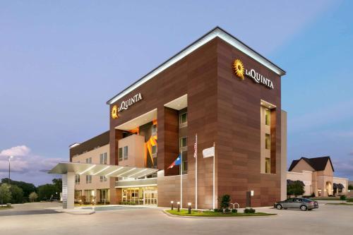 . La Quinta Inn & Suites by Wyndham College Station North