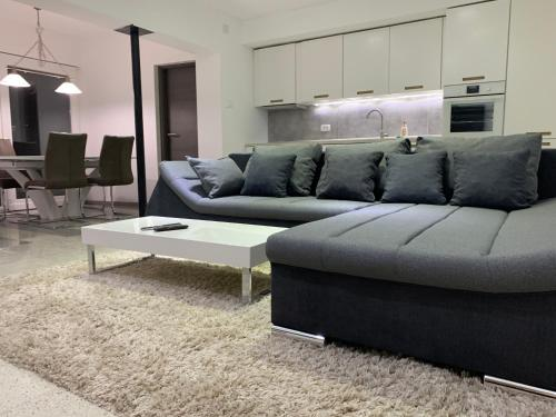 GREEN APARTMENT BY ALEX RAFAEL - Apartment - Zagreb