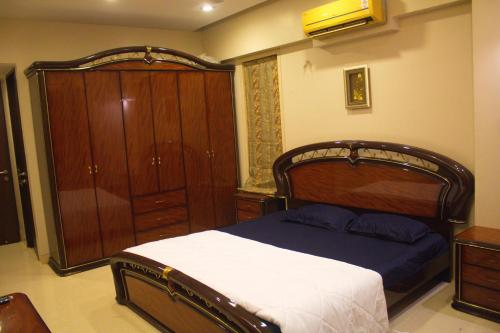 Bandra west Prime location with Breakfast King room