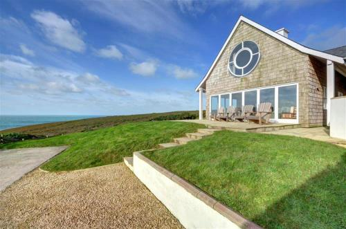 East Cliff Villa Sleeps 8 With Wifi, Porthtowan, Cornwall