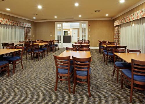 Holiday Inn Express Corning - Corning, CA CA 96021