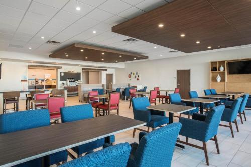 Holiday Inn Express & Suites Ludington Main image 2
