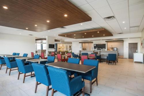 Holiday Inn Express & Suites Ludington Main image 1