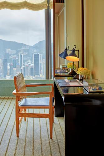 海港景瑰麗豪華三臥室套房 (Rosewood Deluxe 3-Bedroom Suite with Harbor View	)