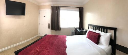 Nite Inn at Universal City - image 3