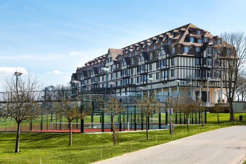 Hôtel Barrière L'Hôtel du Golf - Hôtel - Deauville
