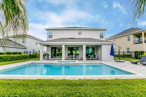 . 9 Bedroom Vacation Home with Pool (1818)